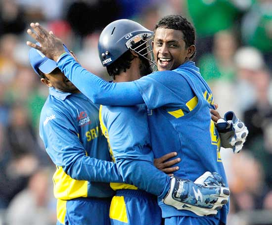 Ajantha Mendis (right)