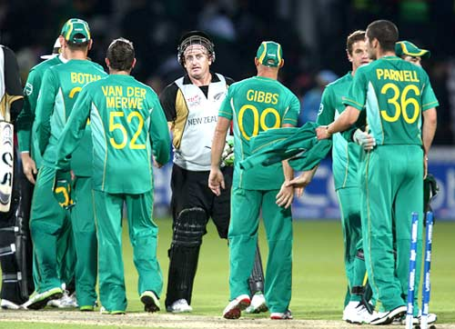 Scott Styris shakes hands with South African players