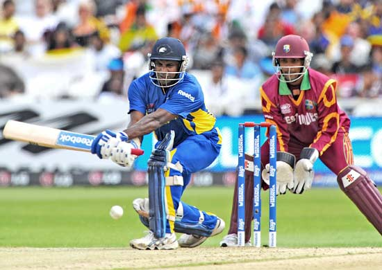 Sanath jayasuriya in action