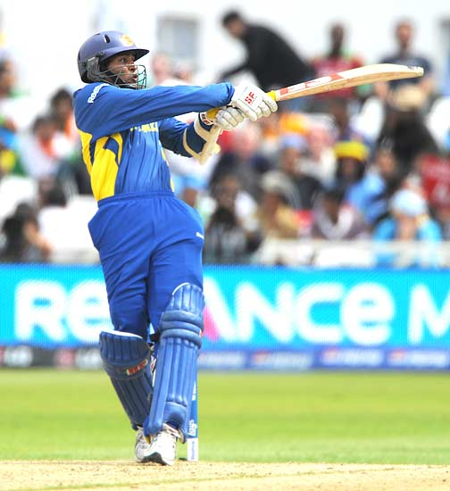Tillekeratne Dilshan in action
