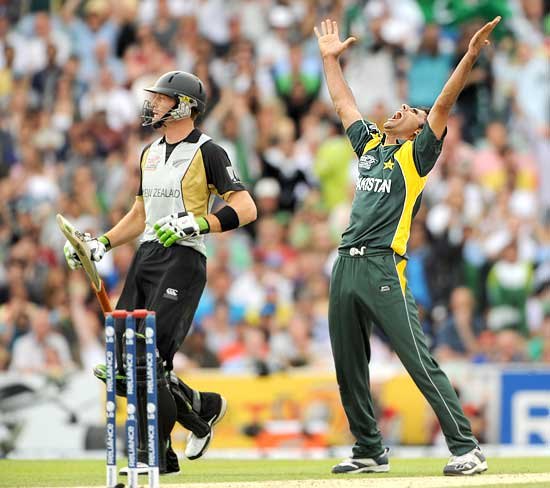 Abdul Razzak exults after dismissing Martin Guptill
