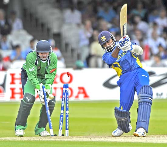 Jayawardene bowled by Cusack