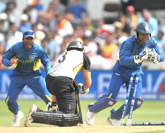 Ross Taylor stumped by Kumara Sangakkara for 8