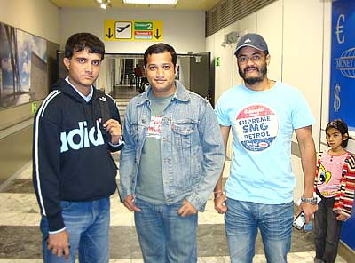 Sourav Ganguly with Shahid Kazi and Gurdeep Singh as Sourav's daughter Sana stands in the background