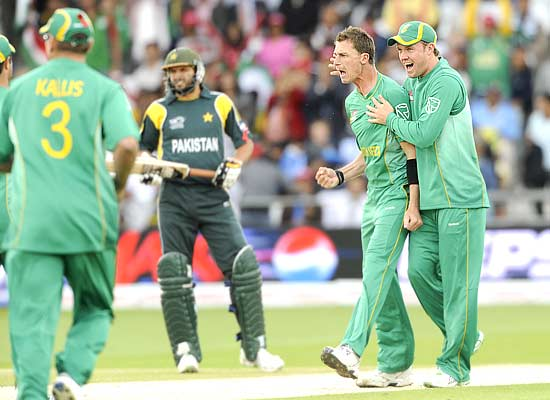 Dale Steyn celebrates as he claims the wicket of Kamran Akmal