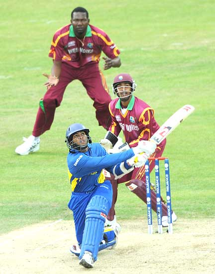Dilshan hits Chris Gayle for a huge six