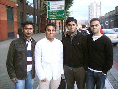 Sunil Gavaskar with Prashant, Abhijeet and Parvej