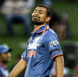 Praveen Kumar sports a black armband