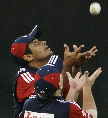Rajat Bhatia takes a catch