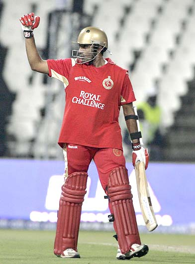 Robin Uthappa celebrates on reaching his half-century