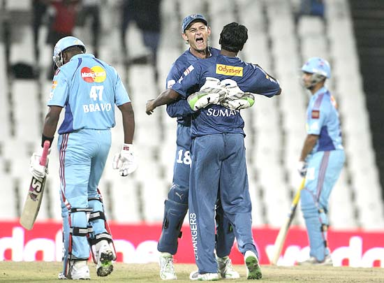 Deccan Chargers captain Adam Gilchrist celebrates with Tirumalsetti Suman after the dismissal of Bravo