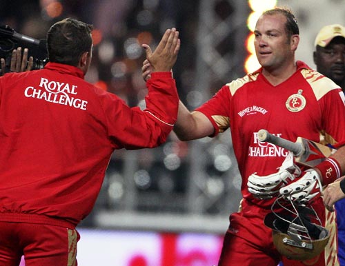 Jacques Kallis celebrates winning the match