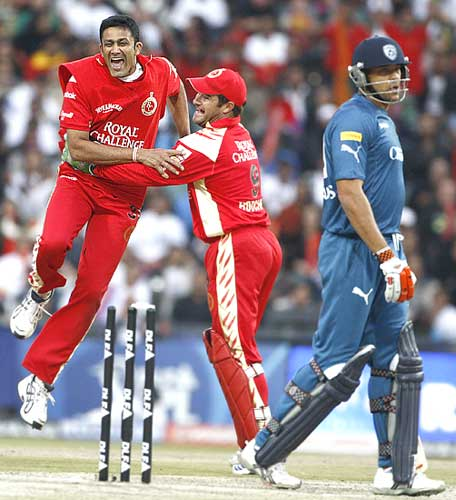 Anil Kumble celebrates with Mark Boucher after dismissing Andrew Symonds