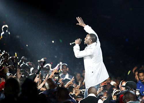R&B star Akon performs after the IPL final