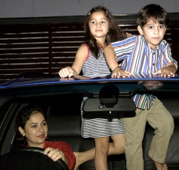 Anjali Tendulkar with Arjun and Sara