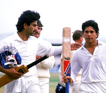 Manoj Prabhakar congratulates Sachin Tendulkar after scoring a brilliant 119
