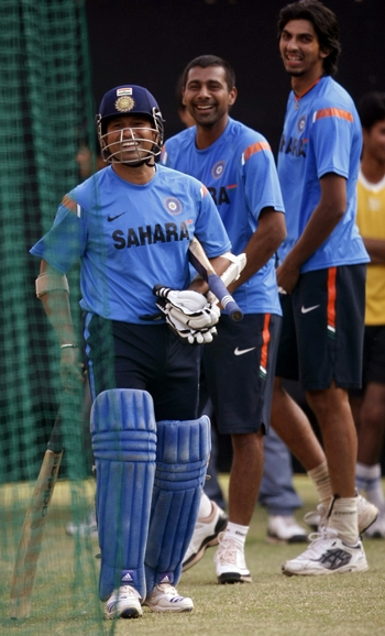 Sachin Tendulkar gets set for batting practice at the Kotla