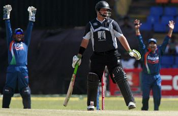 MS Dhoni and Sachin Tendulkar appeal for the