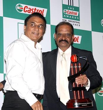 Gundappa Viswanath with Sunil Gavaskar