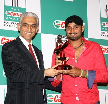 Harbhajan Singh receives Indian bowler of the year award