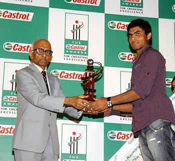 Ravindra Jadeja gets his award from former India cricketer Madhav Mantri