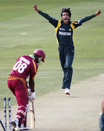 Mohammad Aamer celebrates the wicket of David Bernard