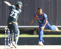 Kamran Akmal is bowled by Ashish Nehra