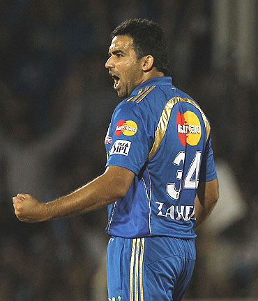 Zaheer Khan rejoices after picking Herschelle Gibbs