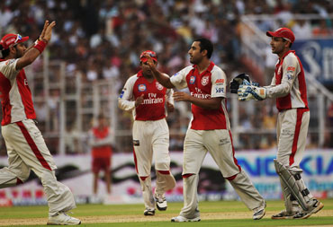Ravi Bopara (centre) celebrates with team mates