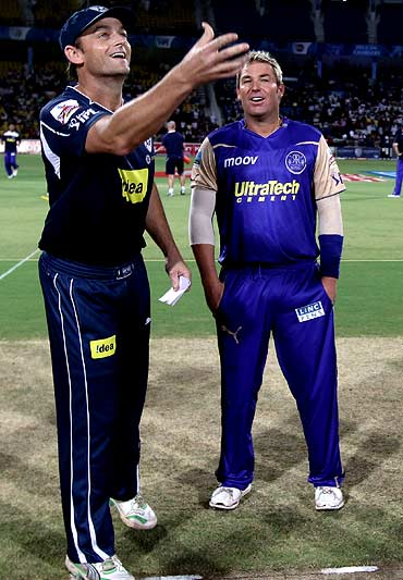 Adam Gilchrist and Shane Warne at the toss