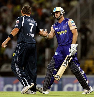 Deccan pacer Ryan Harris shakes hands with Michael Lumb