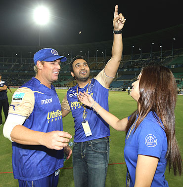 Shane Warne gets a hug from Shamita Shetty as Raj Kundra celebrates Rajasthan's win over Deccan Chargers