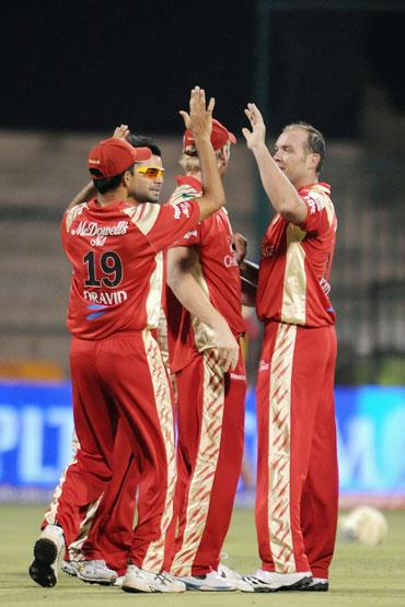 Kallis celebrates Gayle's dismissal
