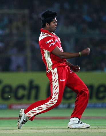 Vinay Kumar celebrates the wicket of Amit Paunikar