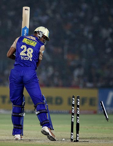 Yusuf Pathan is bowled by Dale Steyn