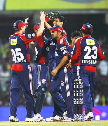 Ashish Nehra celebrates after picking up Murali Vijay