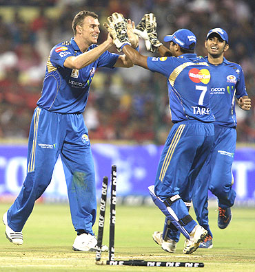 Ryan McLaren celebrates after picing up Jacques Kallis