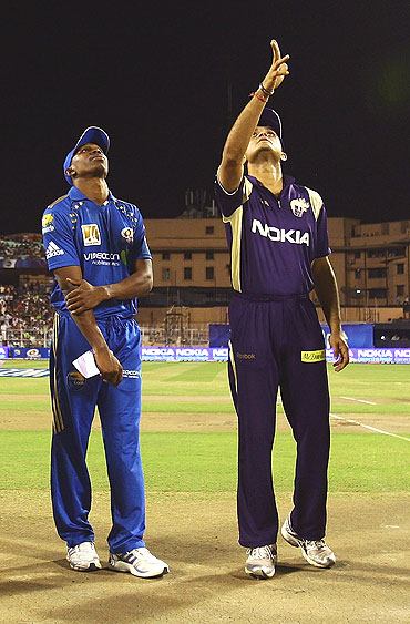 Kolkata Knight Riders captain Sourav Ganguly (right) and Mumbai Indians captain Dwayne Bravo watch as the coin is tossed