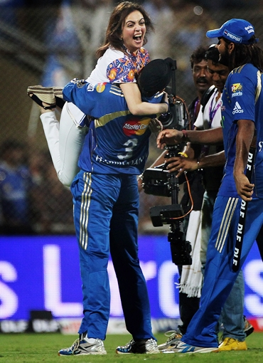 Harbhajan Singh hoists Mumbai Indian owner Nita Ambani after the victory