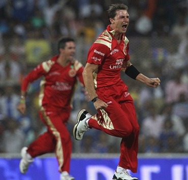 Dale Steyn celebrates the dismissal of Tendulkar