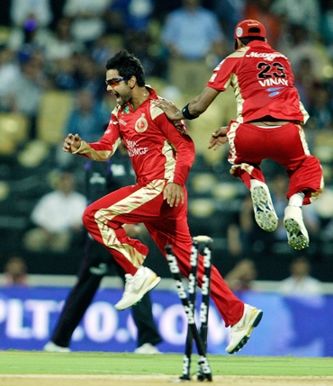 Virat Kohli (left) celebrates with Vinay Kumar after running out Shikhar Dhawan