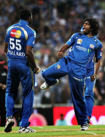 Lasith Malinga celebrates the dismissal of Jacques Kallis