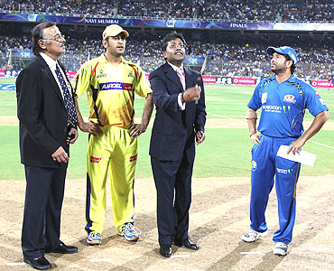 Match referee Venkat Raghavan (left), M S Dhoni (second from left), and Sachin Tendulkar (right) watch as IPL Commissioner Lalit Modi tosses the coin