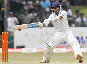 -Sri Lanka's Mahela Jayawardene plays a shot