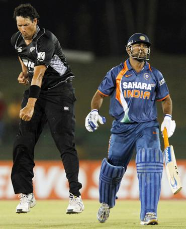 Daryl Tuffey celebrates running out India captain Mahendra Singh Dhoni