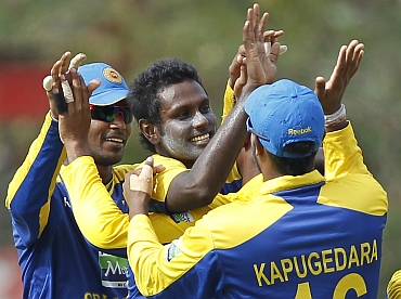 Angelo Mathews celebrates with team-mates