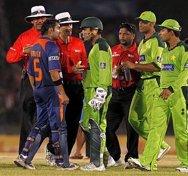 India's Gautam Gambhir clash with Pakistan's Kamran Akmal