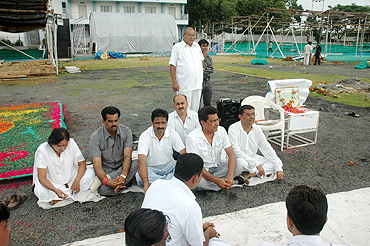 Congress workers and cricket fans at the 'condolence meeting' at the Madhavrao Scindia Cricket Ground