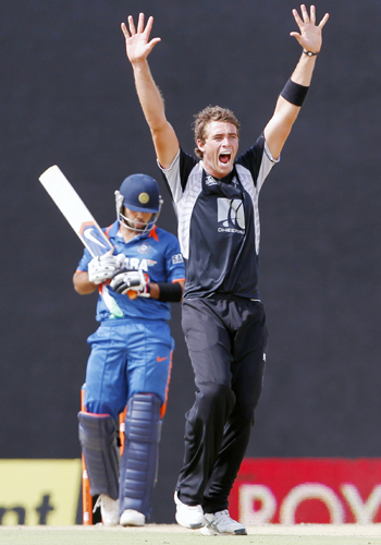 New Zealand's Tim Southee (R) appeals successfully for the wicket of India's Virat Kohli