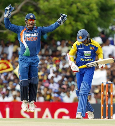 Mahendra Singh Dhoni celebrates the dismissal of Upul Tharanga